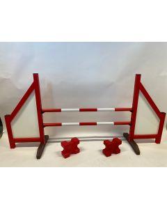 Hindernis rood (dicht) compleet met twee springbalken, 4 ophangsteunen en 2 cavaletti blokken