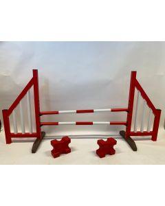 Hindernis rood (open) compleet met twee springbalken, 4 ophangsteunen en 2 cavaletti blokken