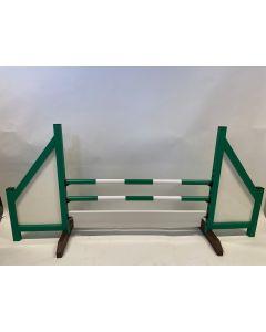 Hindernis groen (dicht) compleet met 2 springbalken, 6 ophangsteunen en hindernisplank